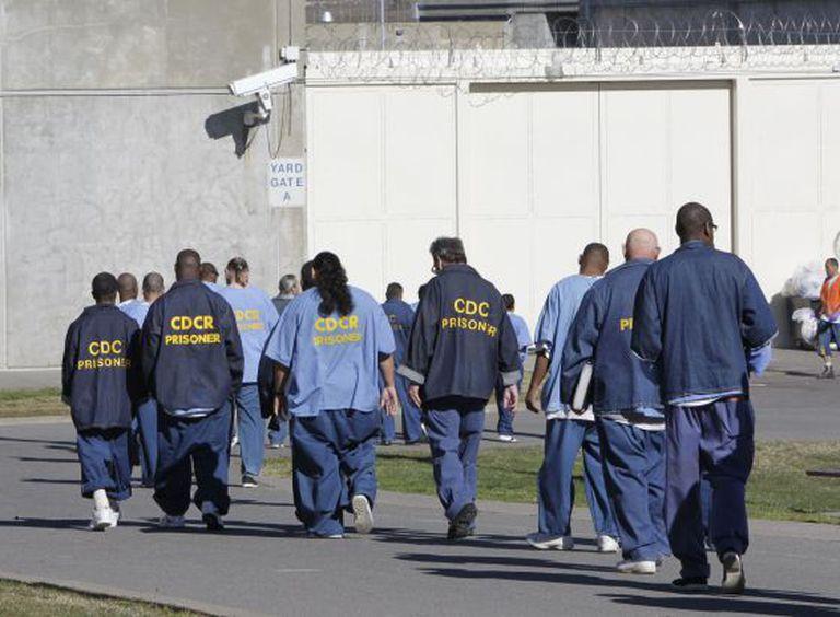Um grupo de presos em Sacramento (Califórnia).
