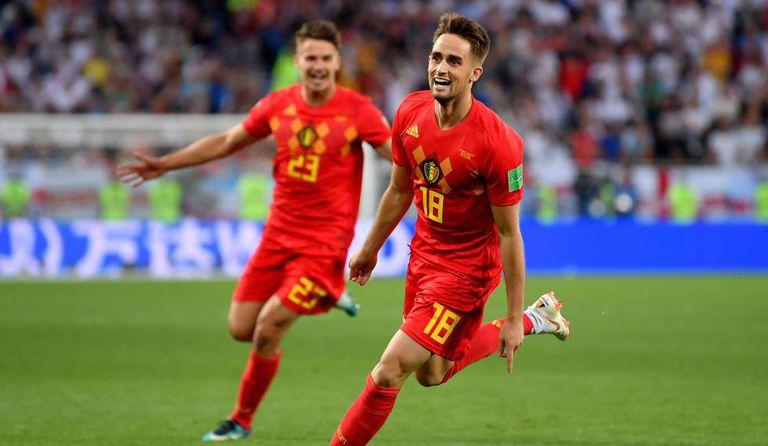 Januzaj comemora com Dendoncker o gol da vitória belga.