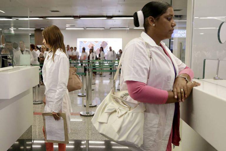 Cubanos chegam nesta terça ao Brasil para substituir colegas que partiram.
