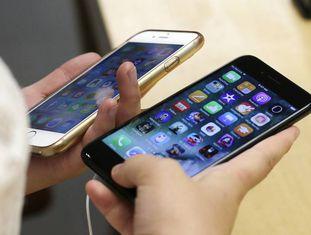 Um iPhone 7 (à direita) e um iPhone 6.