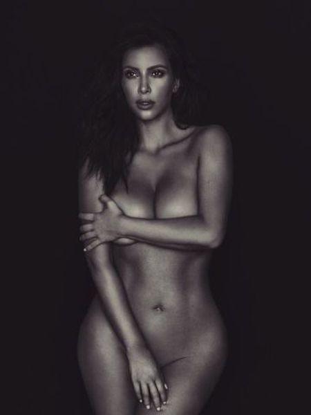 Kim Kardashian voltou a publicar uma foto de seu corpo nu.
