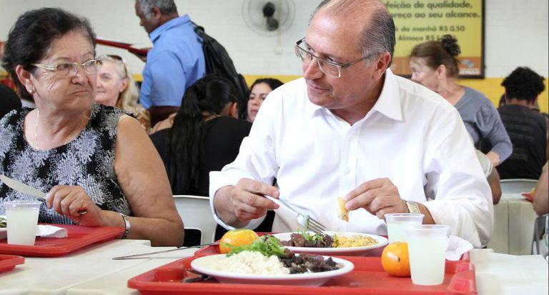 Alckmin em um restaurante da rede Bom Prato.