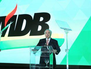 Temer na convenção na qual o PMDB voltou a sigla original MDB.