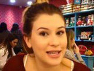 Nina Santina adiou a faculdade para se dedicar ao canal de maquiagem. Vídeos devem atrair um bilhão em publicidade