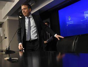 O ministro da Fazenda da Argentina, Nicolás Dujovne, durante uma entrevista coletiva na sede do ministério, em Buenos Aires, na sexta-feira passada.