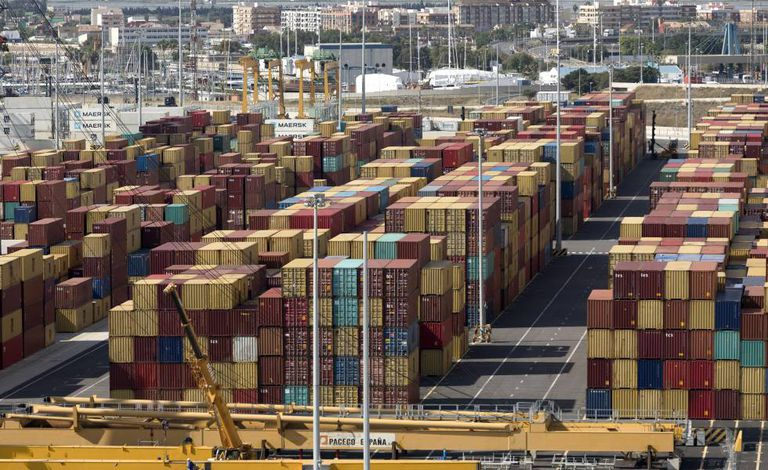 Contêineres no porto de Valência