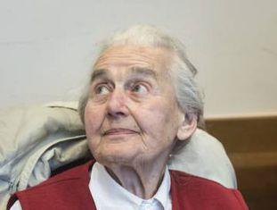 A negacionista alemã Ursula Haverbeck, em um tribunal de Detmold, na Alemanha, em novembro
