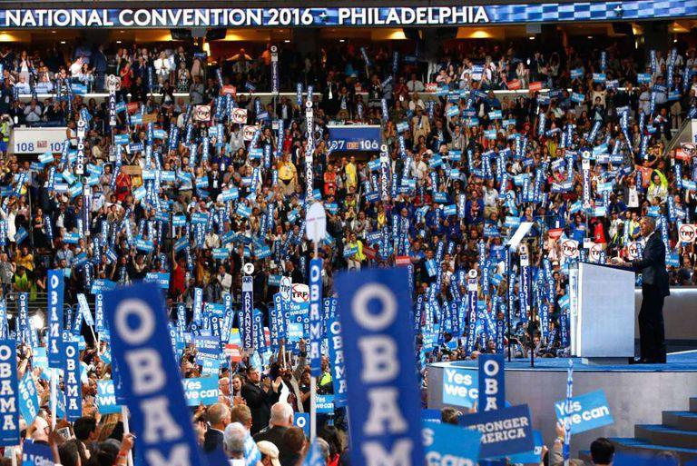 Obama pronuncia seu discurso de apoio a Clinton em Filadélfia.