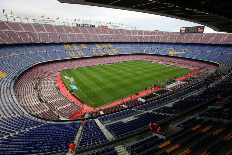 Vista geral do Camp Nou vazio, neste domingo.