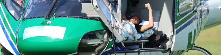 Neymar, em um helicóptero médico.
