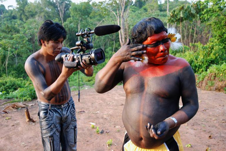 Atividade do projeto 'Video nas Aldeias', de Vincent Carelli.