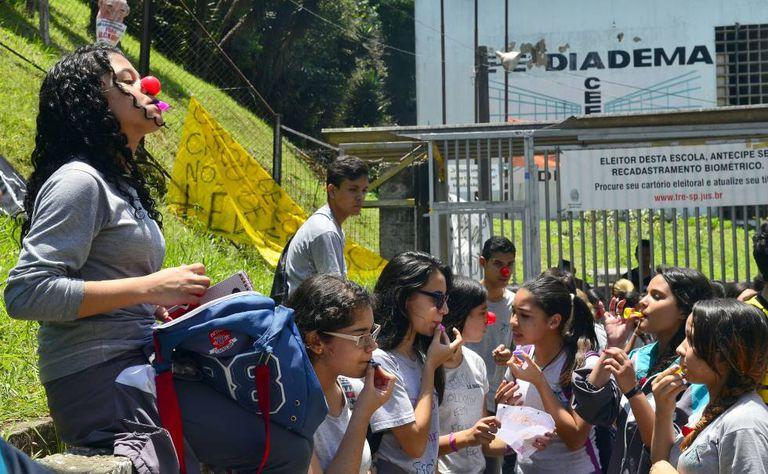 Estudantes ocuparam escolas de SP contra reorganização em 2015