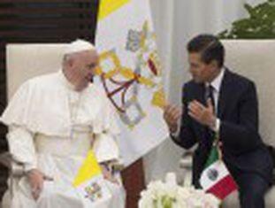 """""""Se têm de brigar, que briguem como homens, cara a cara!"""", disse Francisco aos bispos. Diante de Peña Nieto, falou de corrupção"""