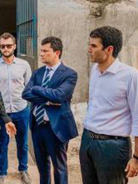 O ministro Sergio Moro, o governador paraense Helder Barbalho e o agente Maycon Rottava (de óculos escuros), afastado de suas funções, no dia 7 de outubro.