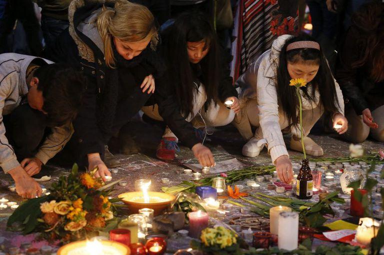 Homenagem na Praça da Bolsa às vítimas do atentado de Bruxelas.
