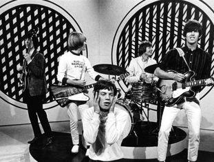 A banda britânica The Rolling Stones se apresenta no programa 'Thank Your Lucky Stars', do Reino Unido, em 1965.