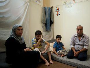 Uma família no campo de refugiados de Daraya.