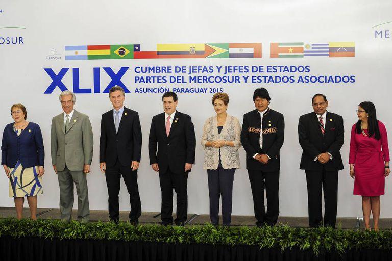 Foto dos dirigentes regionais a última cúpula de presidentes do Mercosul, em 21 de dezembro de 2015.