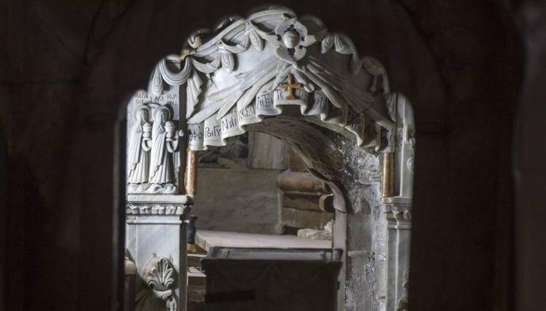 Vista dos trabalhos arqueológicos na tumba de Jesus Cristo em Jerusalém.
