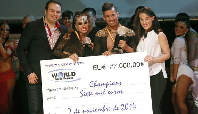 Anita e Adrián, ao receber o prêmio do 'World Salsa Masters'.