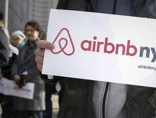 Manifestação em defesa do serviço Airbnb, em Nova York.