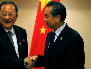 Ministros das Relações Exteriores da Coreia do Norte e China