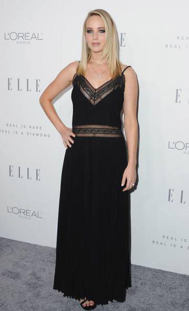 Jennifer Lawrence, ontem à noite no 24th Annual Women in Hollywood organizado pela revista 'Elle' no hotel Four Seasons de Los Angeles.