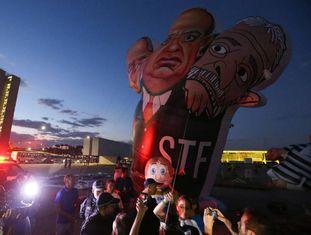 Manifestantes protestam a favor da Lava Jato em Brasília, em maio de 2017.