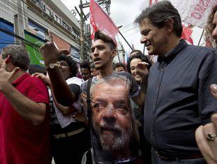 Fernando Haddad em atividade de campanha no Rio no último dia 28.