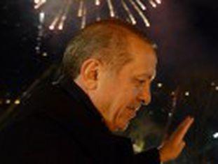 """Erdogan adverte seus adversários de que """"pagarão um preço"""" pelos vazamentos de casos de corrupção no"""