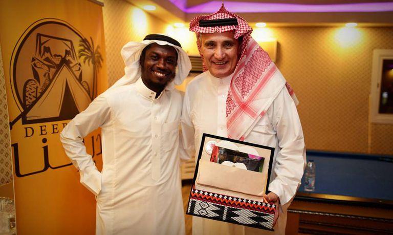 O técnico Tite participa de confraternização antes de amistoso na Arábia.