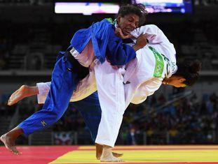 Rafaela Silva derrota Jandi Kim, da Coreia do Sul