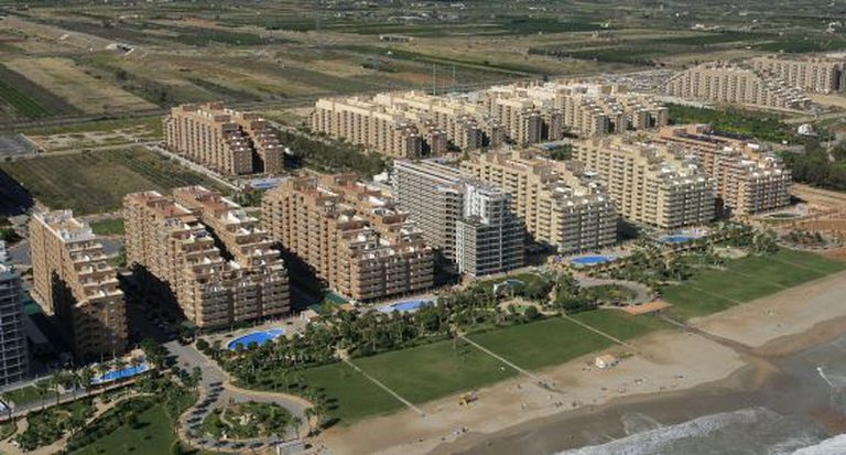Imagem aérea de milhares de residências construídas no complexo Marina d' Or, em Oropesa del Mar (Castellón).