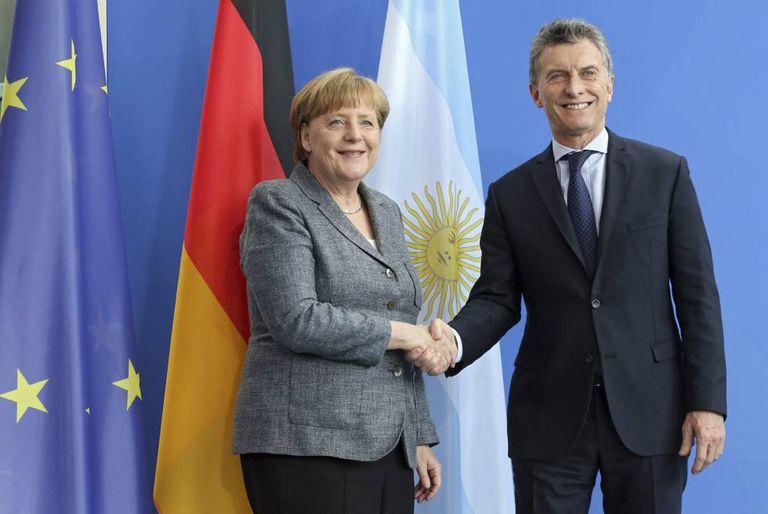 A chanceler Angela Merkel e o presidente argentino Mauricio Macri.