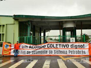 Grevistas na refinaria da Petrobras de Cubatão.