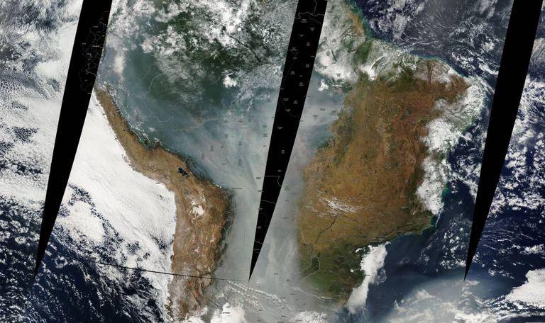 A fumaça dos incêndios do inverno de 2010 cobria boa parte da encosta oriental dos Andes.