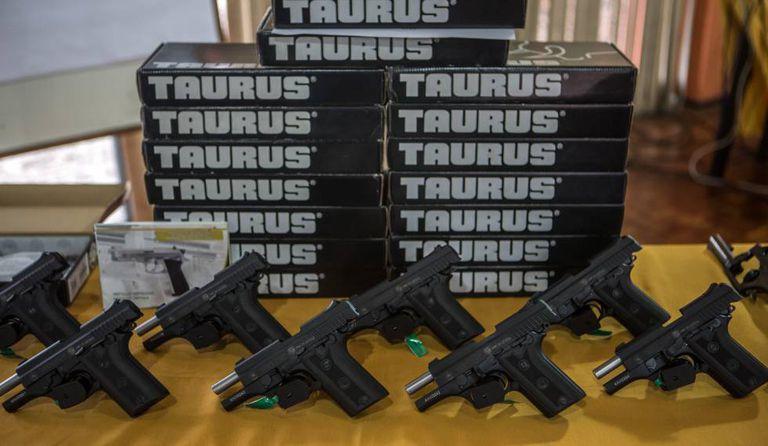 Pistolas da fabricante brasileira Taurus.