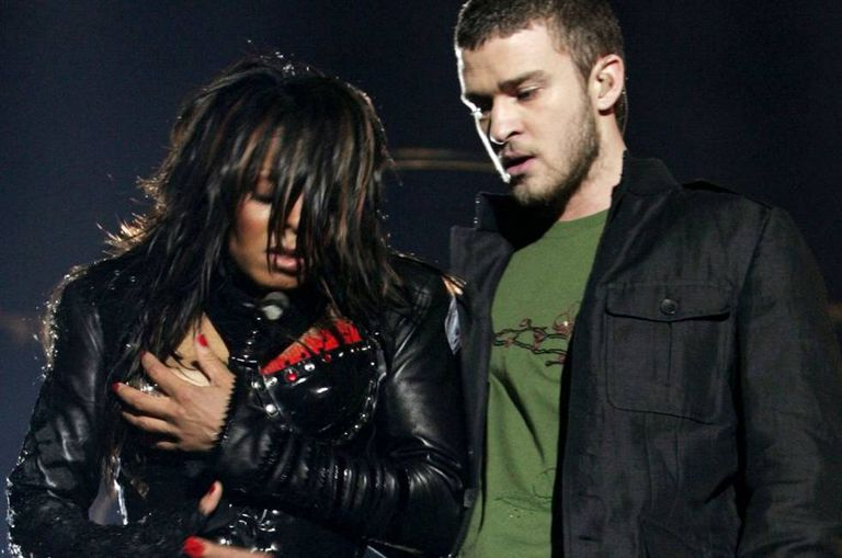 Janet Jackson e Justin Timberlake durante a apresentação musical no intervalo do Super Bowl 2004. Cordon Press