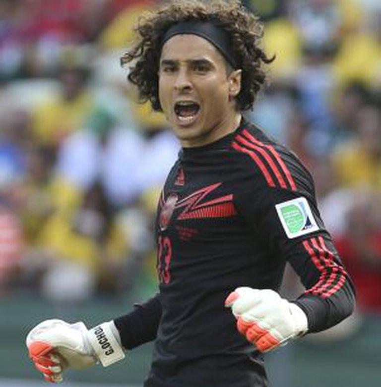 Guillermo Ochoa, na partida contra a Holanda.