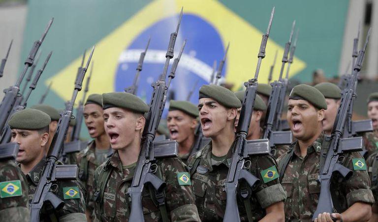 Militares em celebração do golpe de 64 em São Paulo, na quinta-feira.
