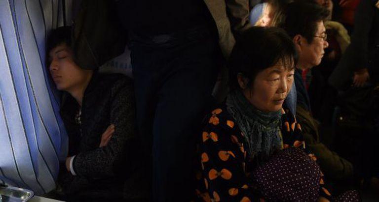 Passageiros a caminho de Shijiazhuang, na China, para celebrar o Ano Novo lunar.