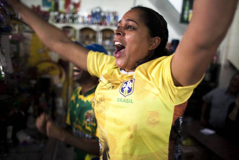 Giselle Xavier comemora segundo gol da seleção