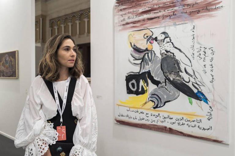 A colecionadora norte-americana de origem palestina Dana Farouki na feira de arte internacional Art Dubai, realizada em março na cidade.