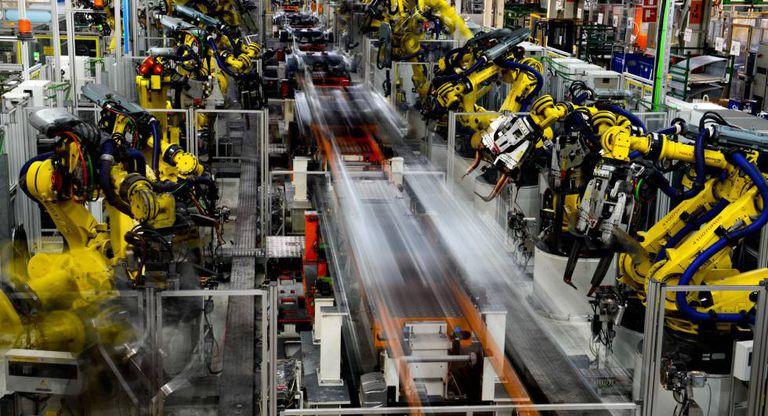Robôs em fábrica da Seat em Martorell, na Espanha.