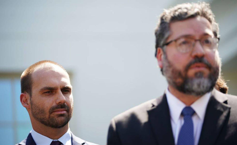 Eduardo Bolsonaro e Ernesto Araújo, em Washington.