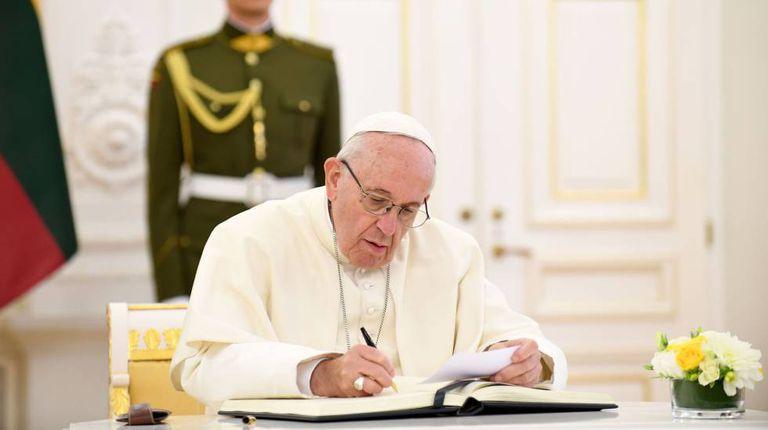 O papa Francisco neste sábado, no palácio presidencial de Vilna.