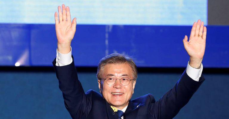 Moon Jae-in celebra a vitória em Seul, nesta terça-feira.