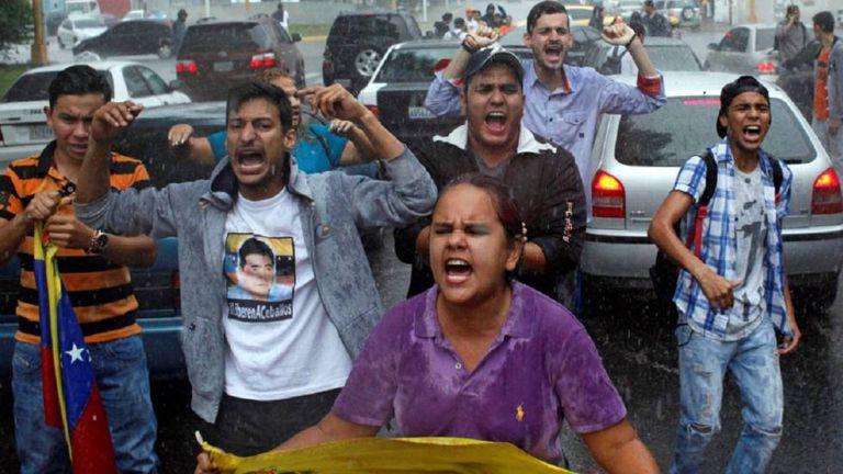 Partidários da oposição durante um protesto contra o Supremo Tribunal em Caracas.