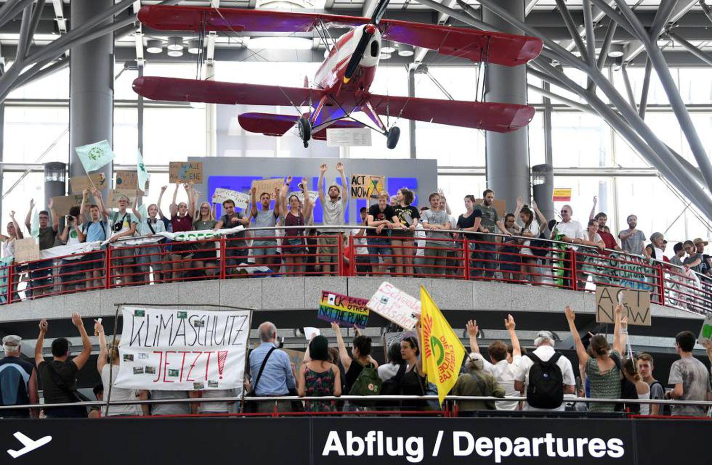Manifestantes do movimento 'Sexta-Feira pelo Futuro', em Stuttgart, em 26 de julho.
