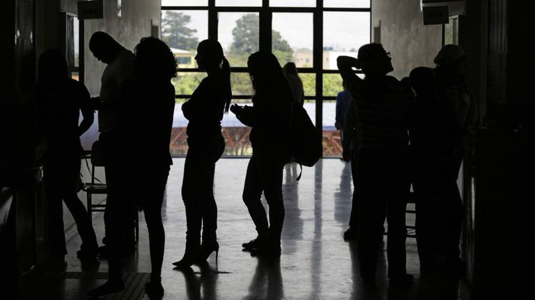 Fila de eleitores em um colégio eleitoral em São Paulo, no dia 2 de outubro.